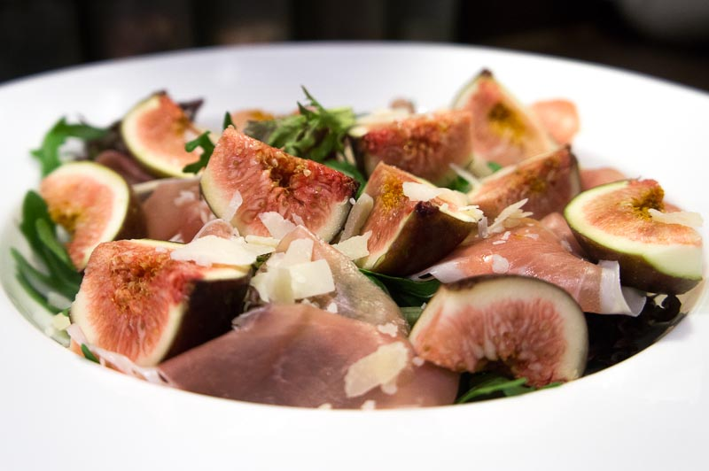 Fresh figs and prosciutto salad